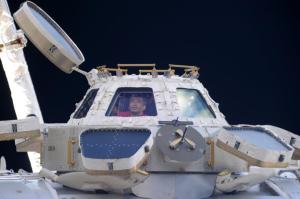 Koicha Wakata im Aussichts-Model der ISS