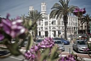 Aschenputtel blüht auf: Cagliari, Rathaus  Fotos: Ulf Lüdeke