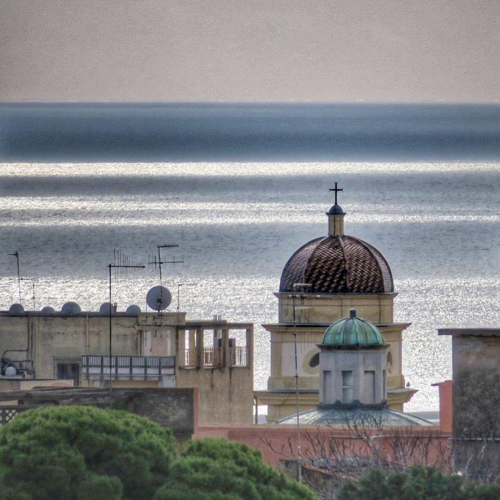 Dieses Bild hat ein leeres Alt-Attribut. Der Dateiname ist Cagliari-Foto-Enrico-Napoleone-1024x1024.jpg